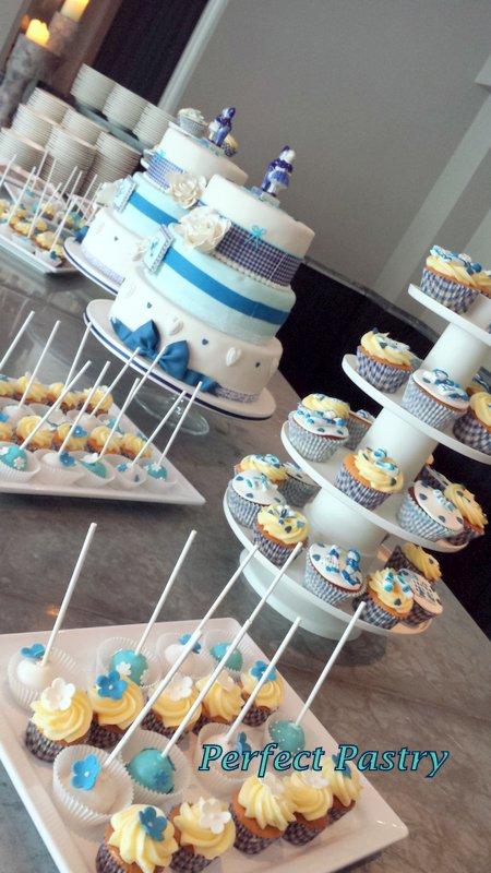 sweet table bestellen, trouwen in Delft blue thema, cakepops bloemen, ruitjes desing taart, buffet tafel delft blue bestellen
