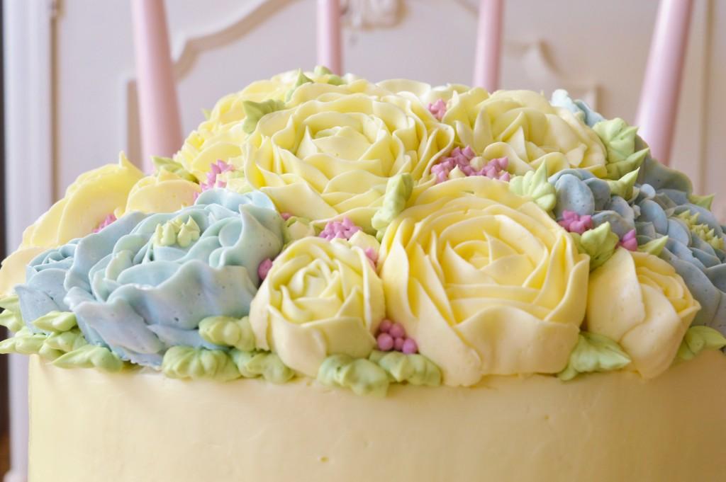 pastel buttercream flowers