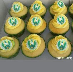 Gele cupcake's met ADO Den haag logo