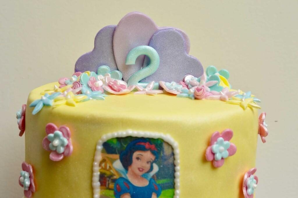 sney Princesse, Disney Princess cake, hearts birthday cake