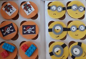 Cupcake's met minions, lego, en piraat figuurtjes
