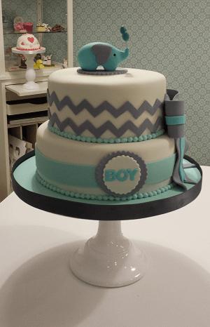 2 Laags blauw met witte verjaardagstaart met blauwe olifant