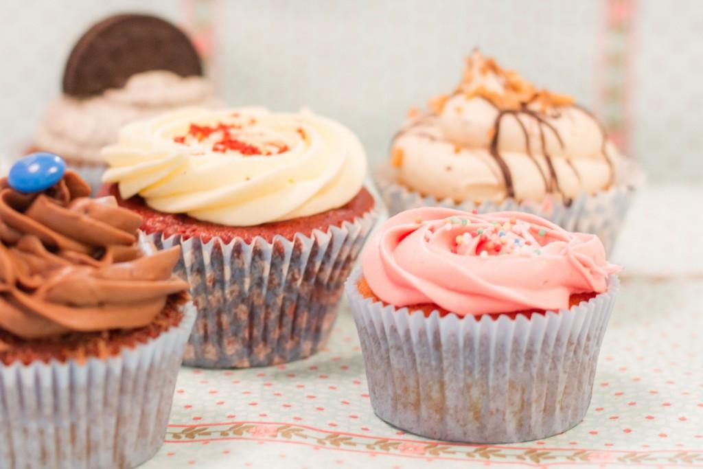 Cupcakes assortiment bestellen, Cupcakes Den Haag, Oreo cupcakes, Redvelvet cupcakes, M&M cupcakes,