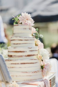 seminaked cake, bloementaart, trouwtaart, naked cake