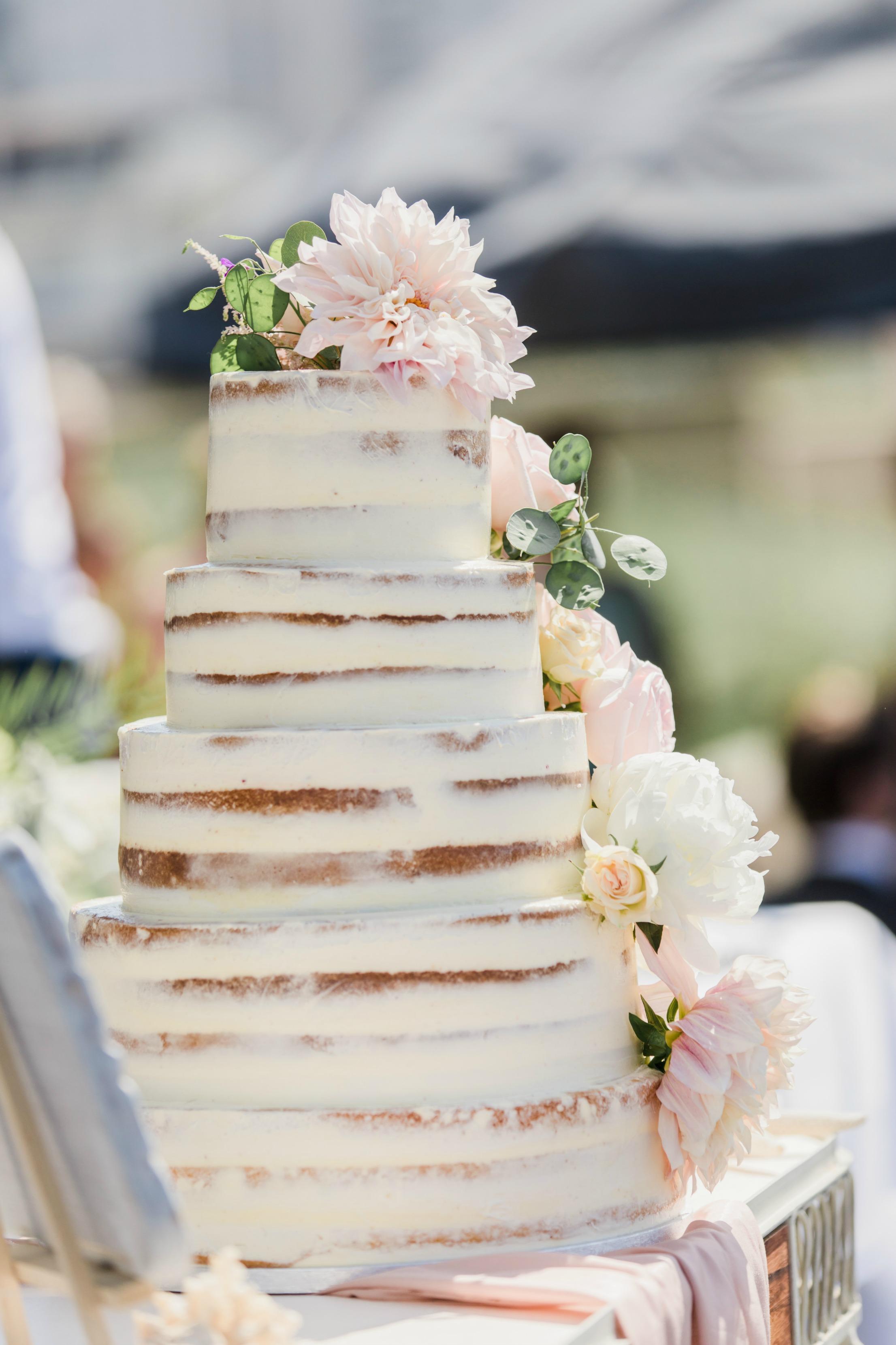 seminaked-naked-cake, rustic-seminaked-wedding-cake, bruidstaart-rustic-oudroze