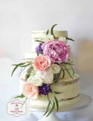 Boho-seminaked-taart, bruidstaart-seminaked-botercreme-roze, vintage-bruidstaart-roze