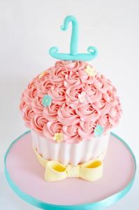 Grote-cupcakes-meisje, baby-birthday-giant cupcake