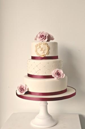 vintage-bruidstaart-roze-blomen