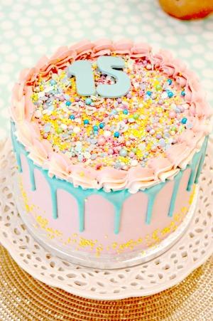 Drip verjaardag roze taart