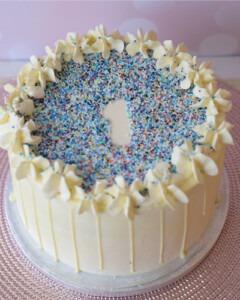 eerste-verjaardag-blauw-drip-taart