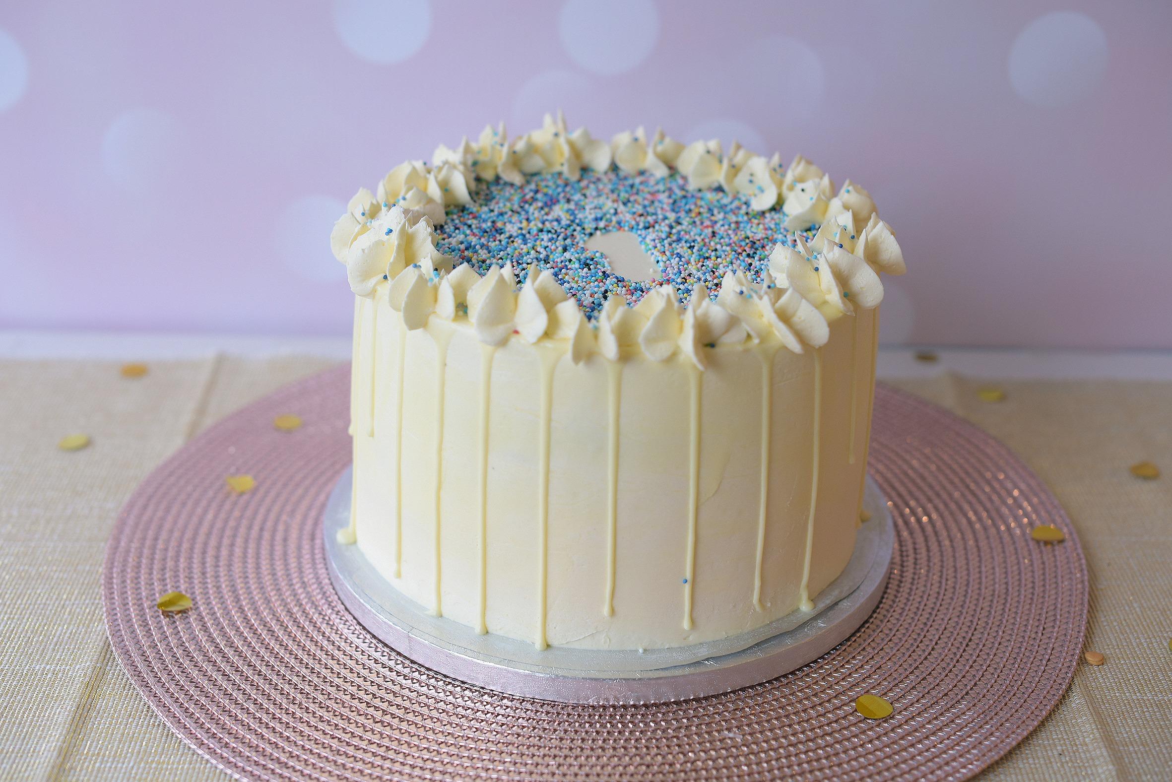 Drip-taart-1ste-verjaardag-blauw-spikeltjes