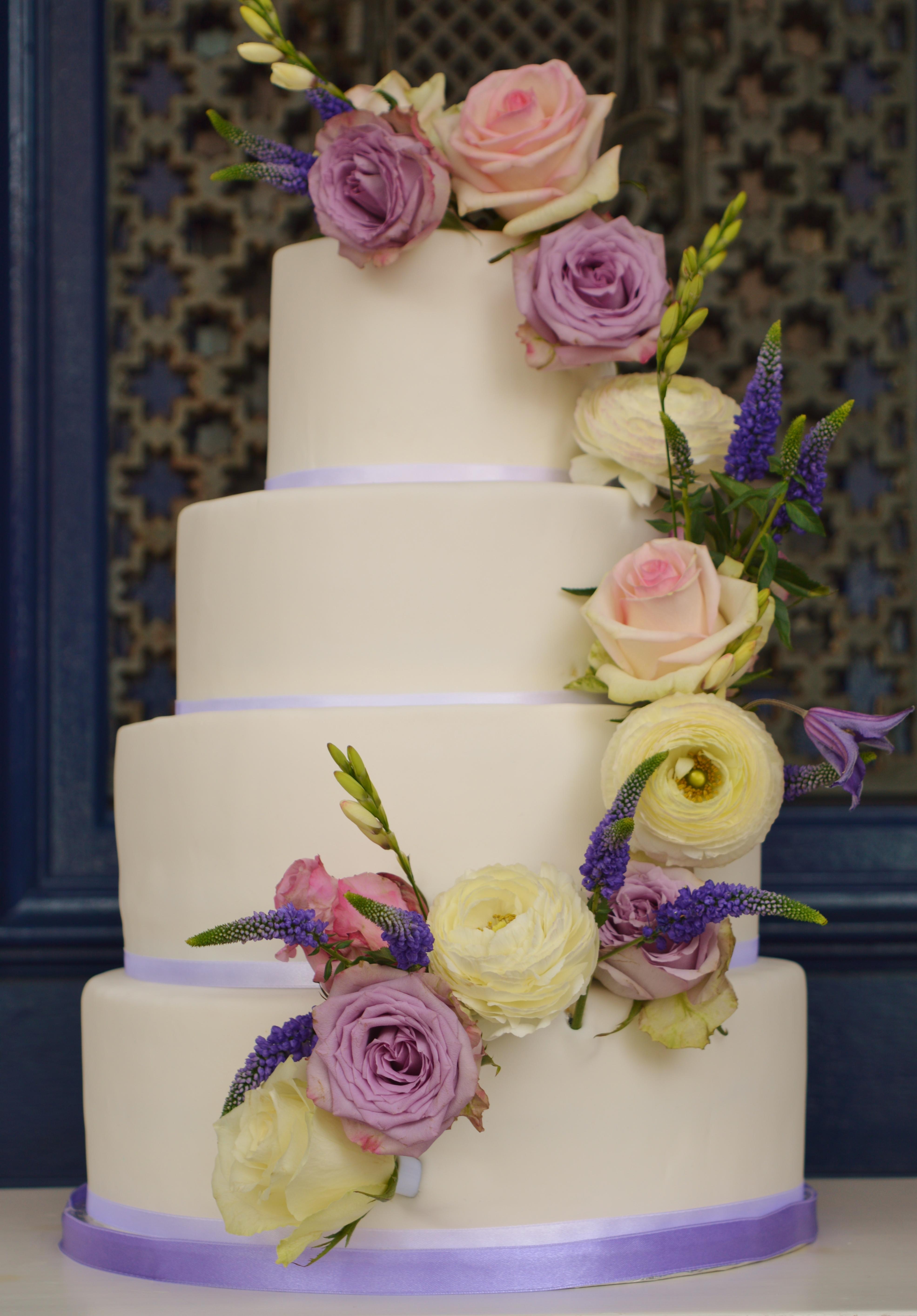 Verse bloemen bruidstaart, rozen trouwtaart Den Haag