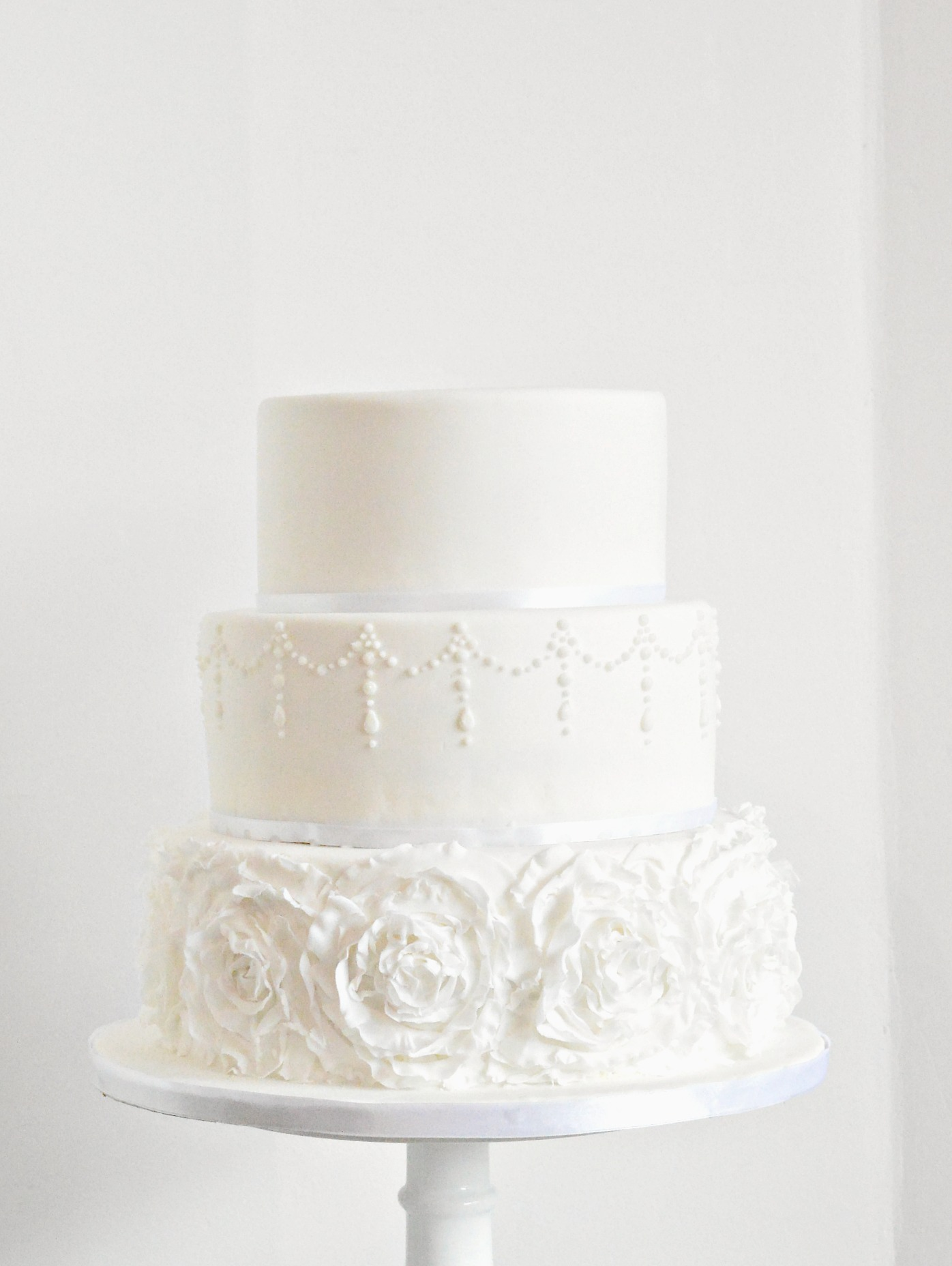 Ruffle-whitte-wedding-cake