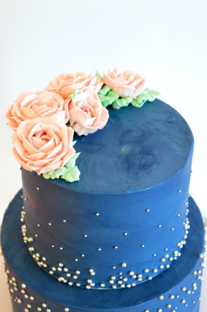 botercreme-taart-donker-blauw, roze-verjaardagstaart-modern