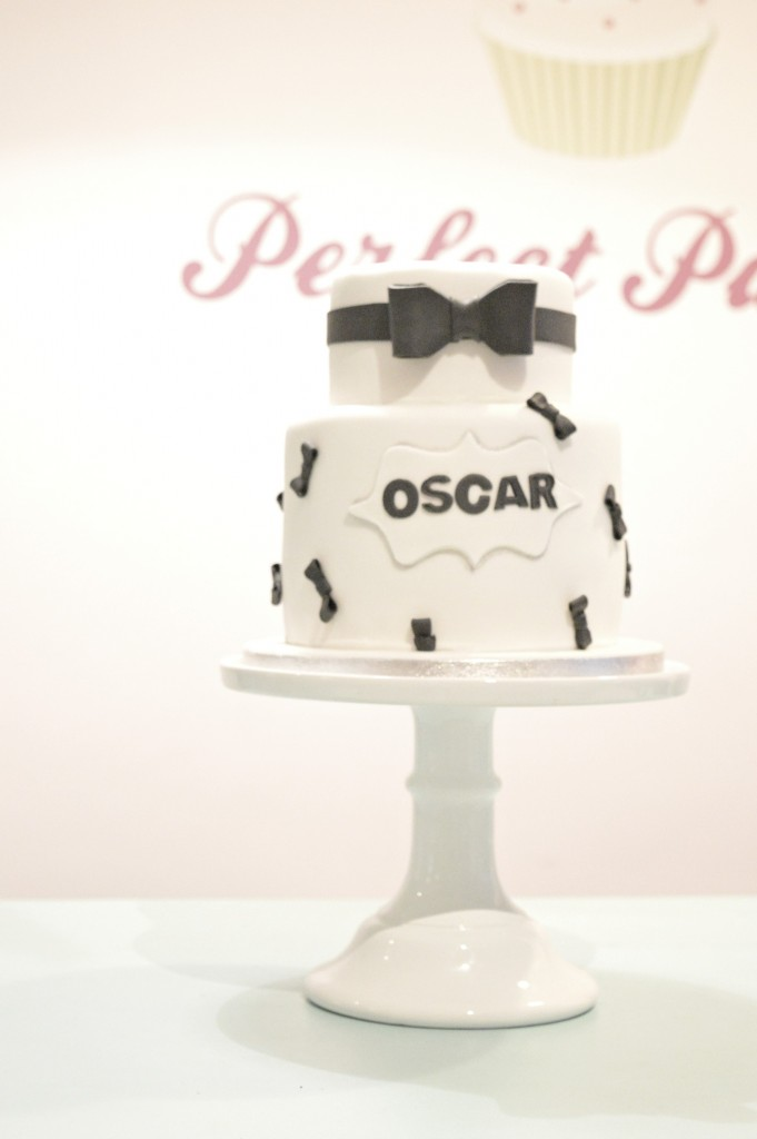 Black tie bow cake, whitte cake, black bow cake