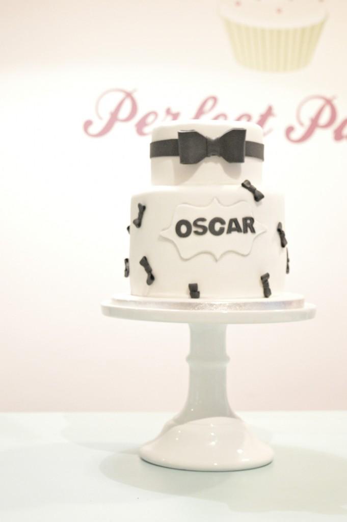 Black tie bow cake, whitte cake, black bow cake