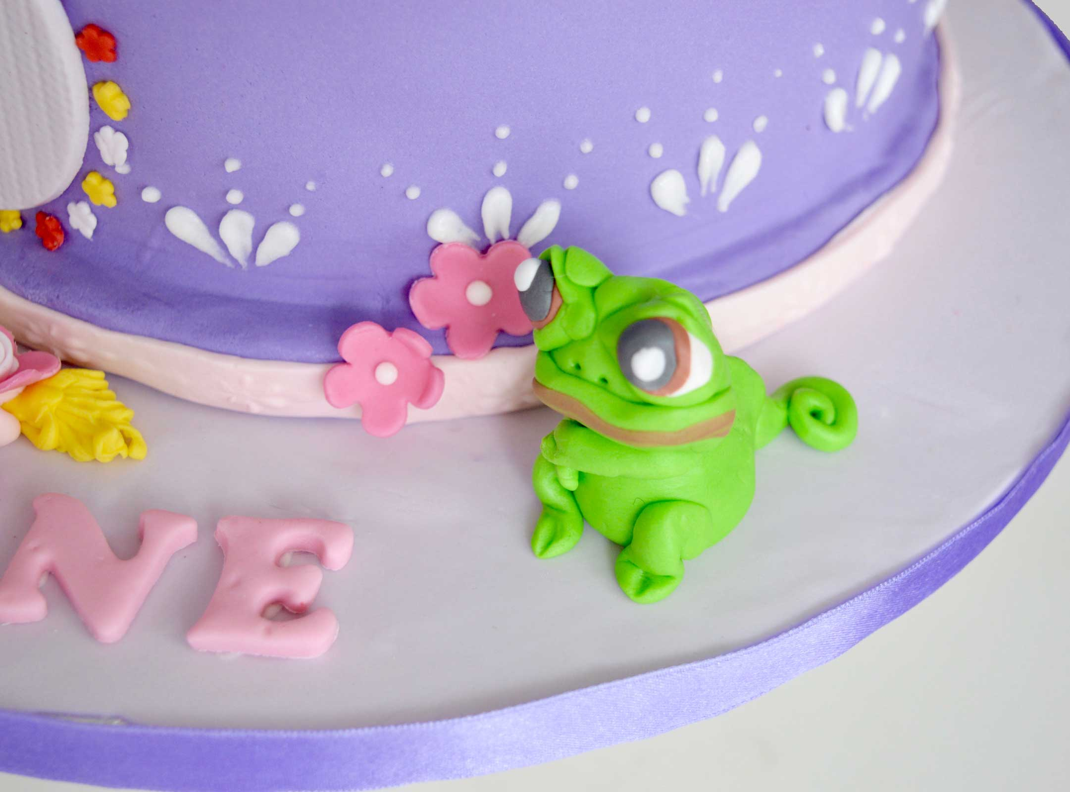Rapunzel taart kikker Pascal
