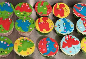 Cupcake's met eetbare dinosauresen
