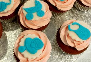 Babyshower cupcake's met blauwe icoontjes
