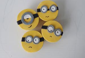 Cupcake's met minion gezichten