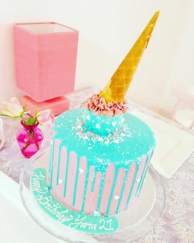 drip-verjaardagstaart-turqoise-ijsje, verjaardagstaart-drip