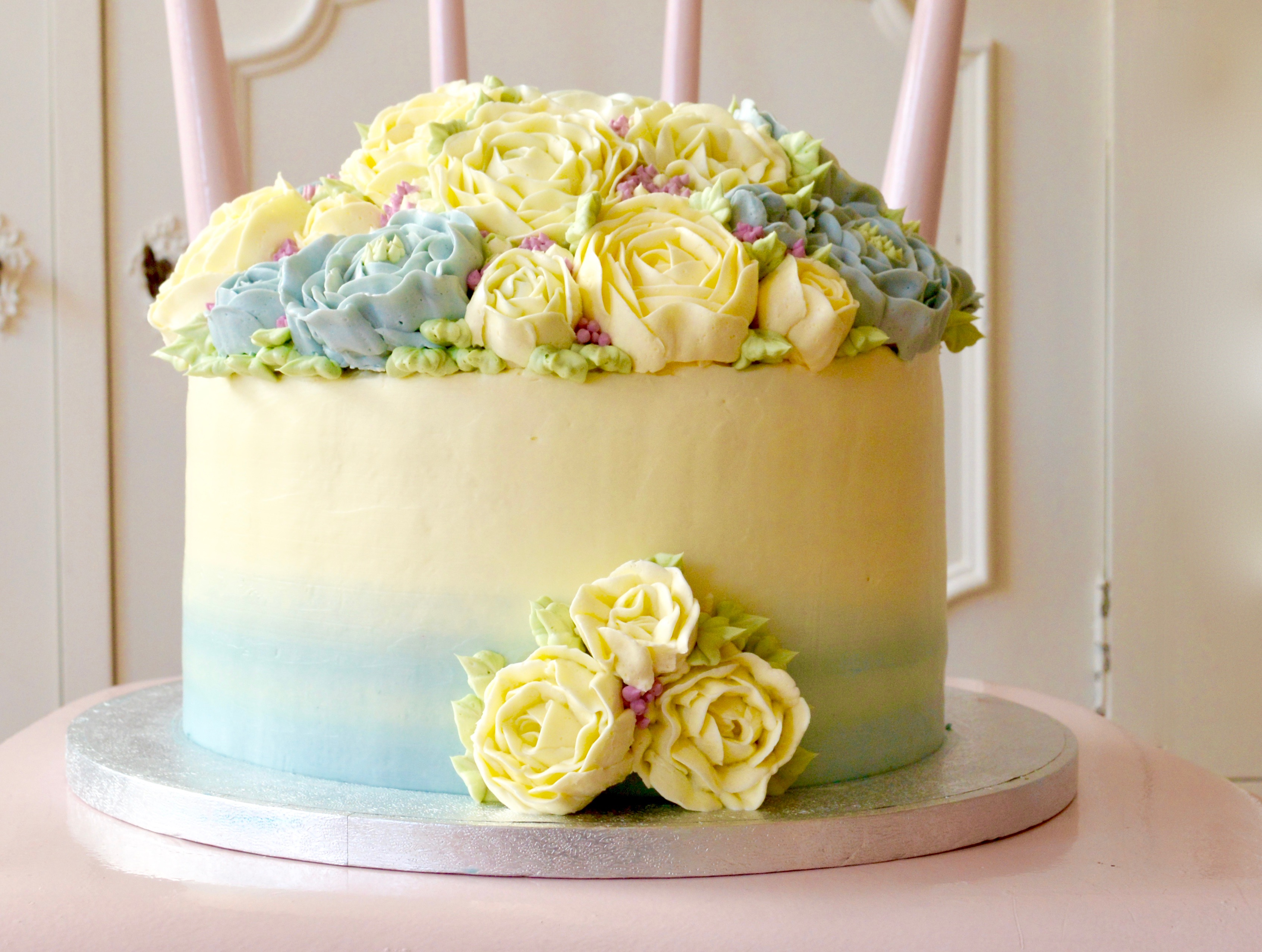 buttercream flowers, ombre wedding cake, colors , serenity, oud roze