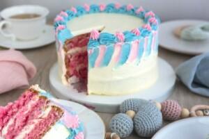Gender-reveal-roze-binnenkant-taart