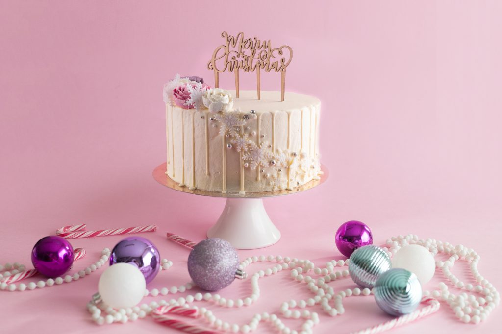 snowflakes-buttercream-flowers-xmas-cake