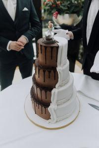half-and-half-bruidstaart-chocolade-witte-taart
