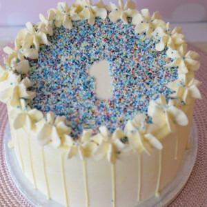 1ste-verjaardag-jongens-taart-blauw-spikkels