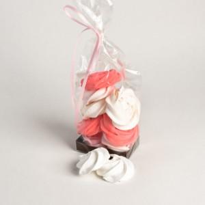 meringue-wit-en-roze-in-een-zakje