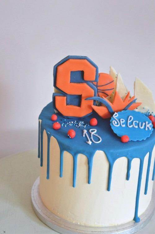 basketball-witte-taart-blauw-drips-grote-letter-snoep