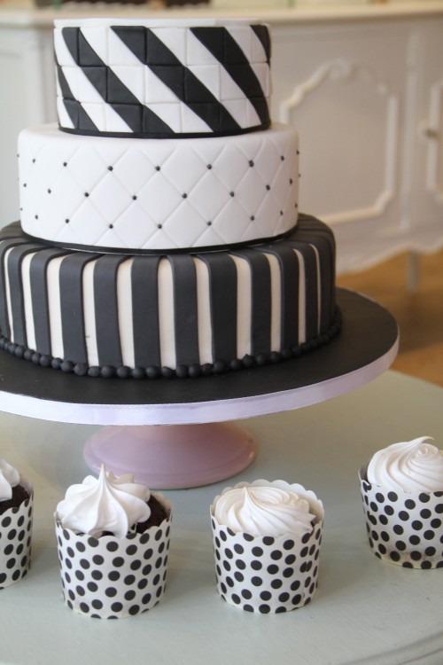 zwart-wit-modern-streepjes-stipjes-taart