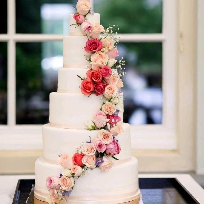 flower-cascade-5-tier-wedding-cake-pink-en-peach-pastel-flowers