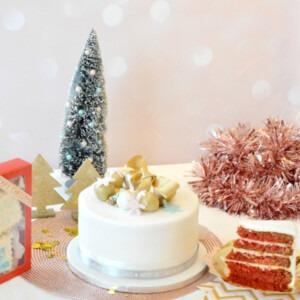 red-velvet-kerst-taart-wit-fondant-goud-versiering