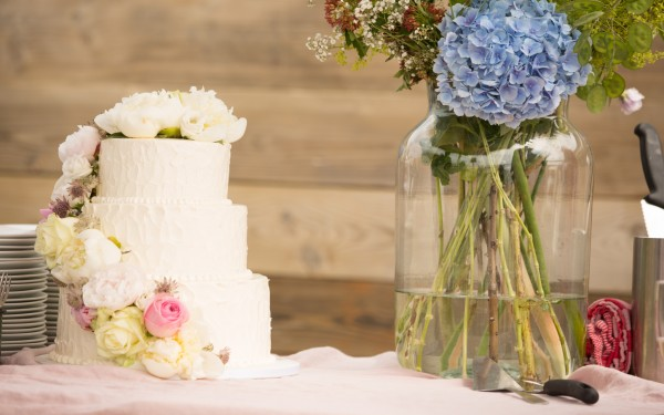 whitte-buttercream-2-tier-cake-cascade-flowers-pastel