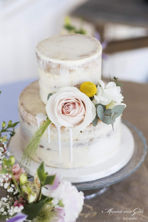 boho-wedding-cake-whitte-drips