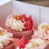 cupcakes-rood-wit-roze-goud-spikels