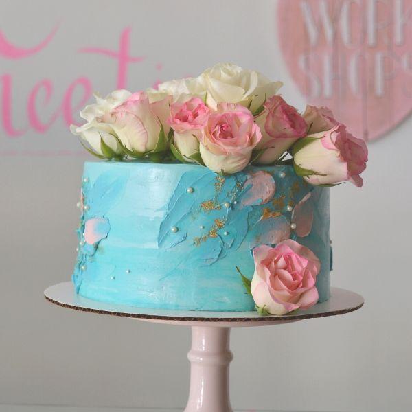 moederdag-blauw-taart-roze-bloemen