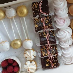 brownie-tartelettes-macarons-cheesecake-meringue